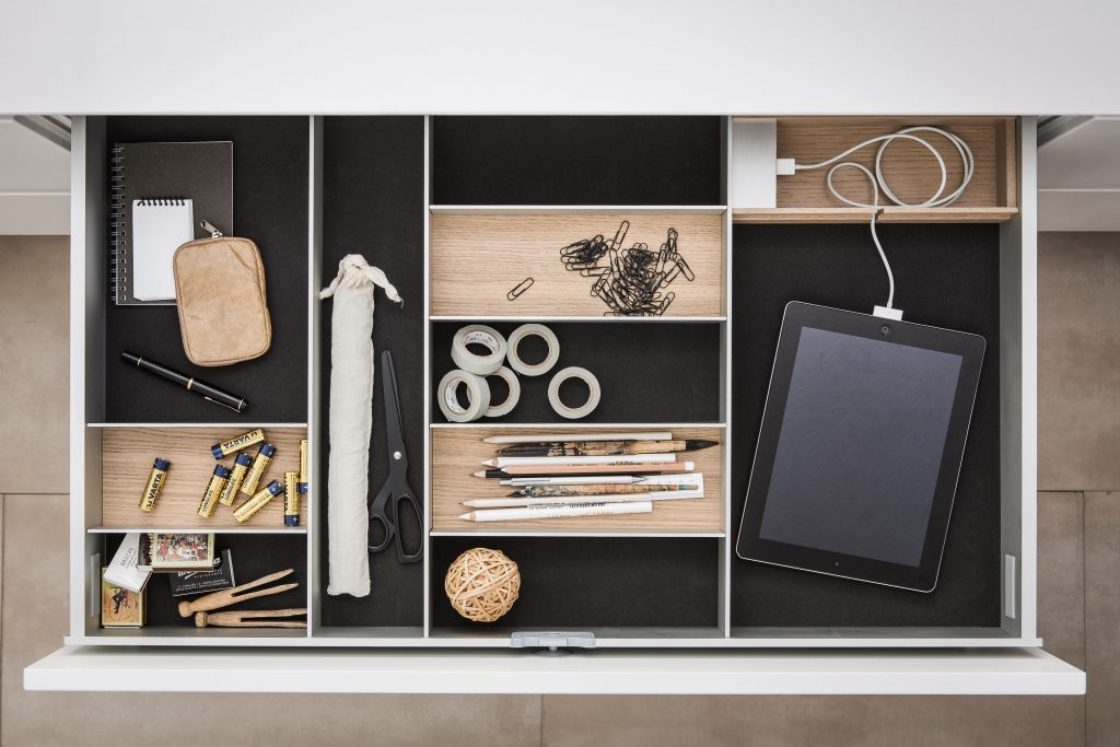 SieMatic- interior storage solutions with charge station for smartphones and tablets (B)